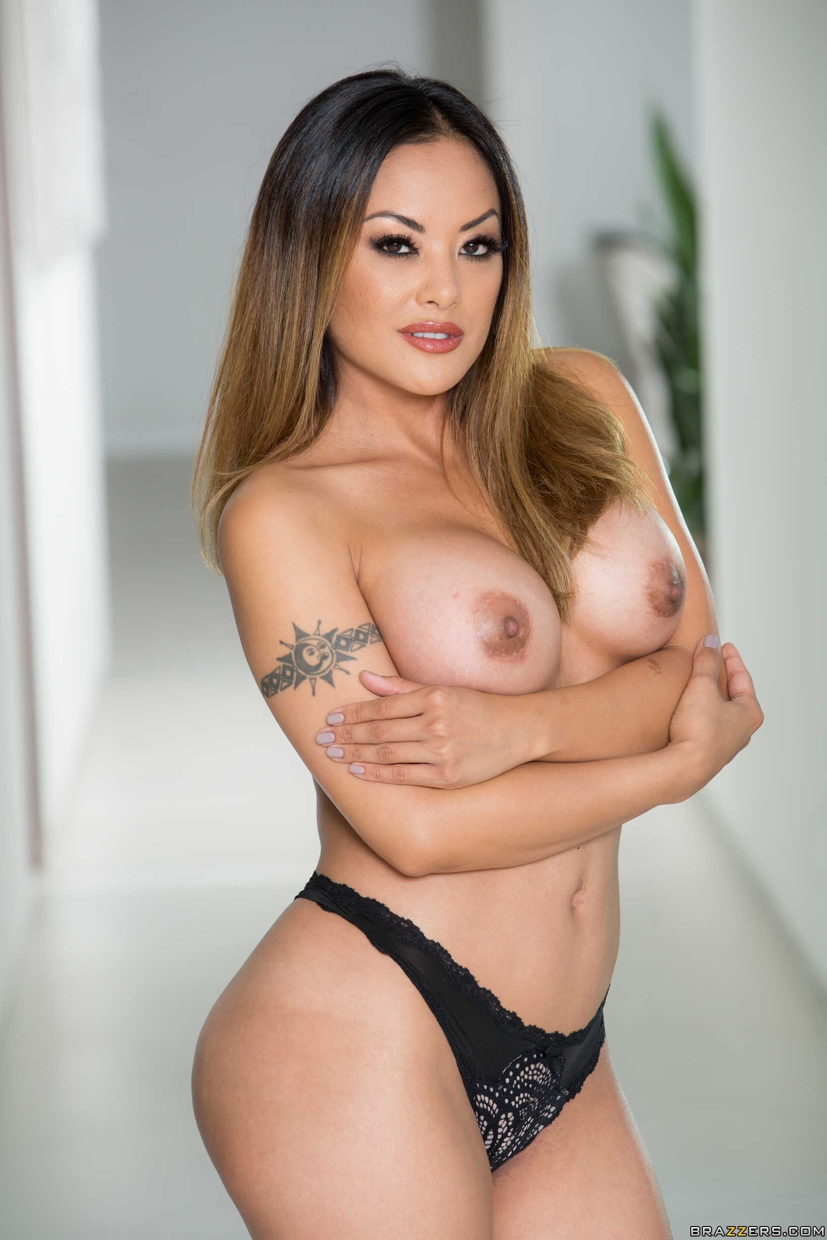 Kaylani Lei Drops The Bathrobe And Get The Sex Started -3440
